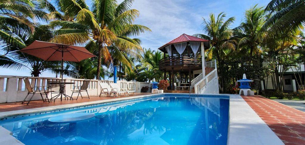 Se renta villa frente a la playa en Tela Atlantida para rentar en fines de semana o para eventos